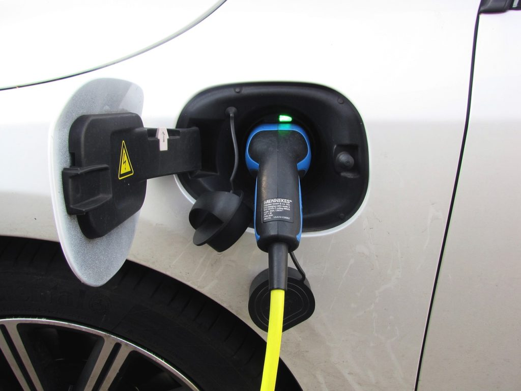 Plug In Electricity E Car  - Joenomias / Pixabay