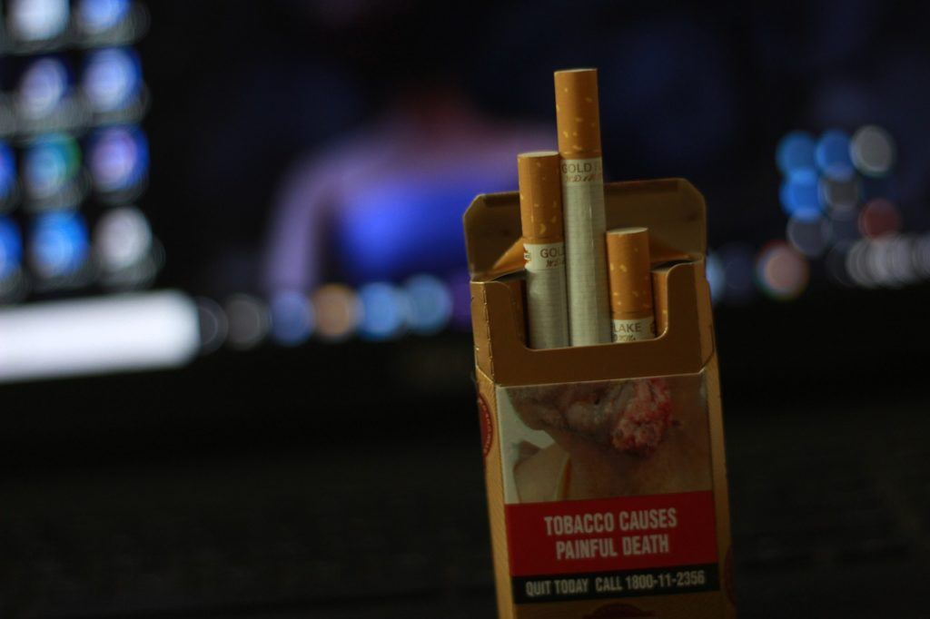 Cigarette Smoking Cigarette Pack  - alokmallick33444968 / Pixabay