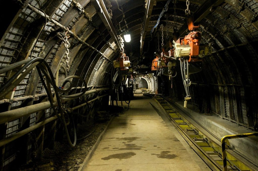 Mine Underground Machine Dark  - 24ox24 / Pixabay